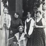 Fogelstadgruppen, fr v Elisabeth Tamm, Ada Nilsson, Kerstin Hesselgren, Honorine Hermelin och Elin Wägner