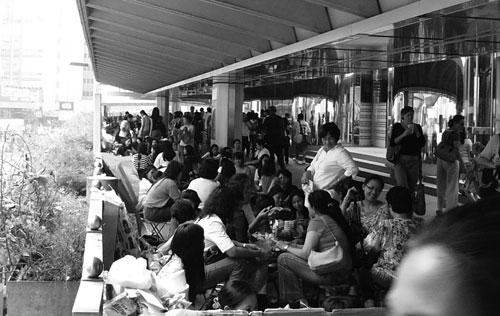 Filippinska kvinnor i Hongkong umgås