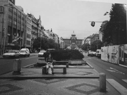 Lisette på huvudgatan i Prag