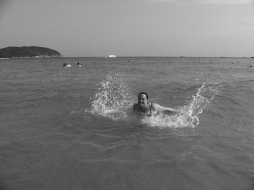 Jag simmar på Hainan i Kina