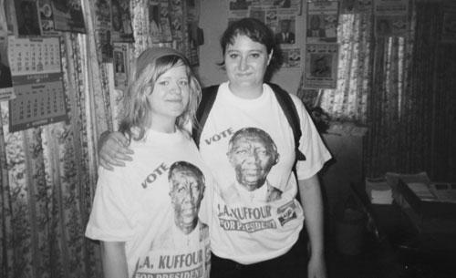 Jag och Anne-Lie i en partilokal i Accra