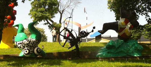Niki de Saint Phalle i parken utanför Moderna Museet