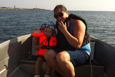 Hanna och Hugo åker båt