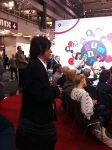 Mircea Cartarescu lyssnar på sin fru