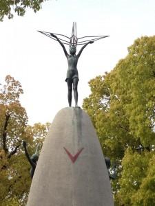 Sadako står staty i Hiroshima