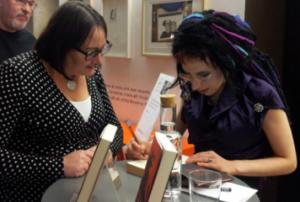 Sofi Oksanen signerar Utrensning