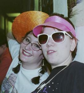 Hanna och Emma på charterfest