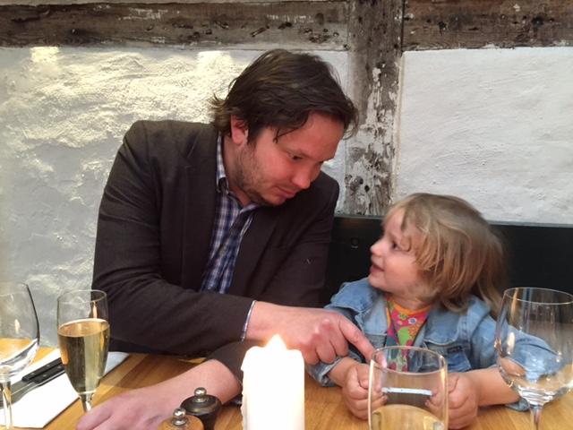 Hugo och pappa på finkrog