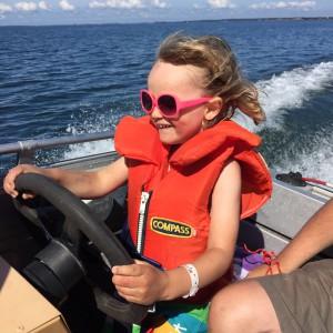 Hugo kör båt