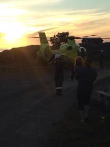 På väg till helikoptern med Hugo