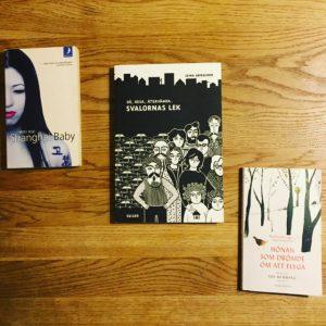 Bild av böckerna Shanghai baby av Wei Hui, Slaornas lek av Zeina Abirached och Hönan som drömde om att flyga av Sun-Mi Hwang