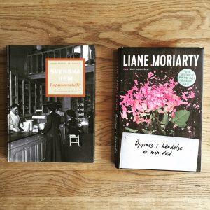 En bild på böckerna Svenska hem av Monika Björk och Eva Kaijser och Öppnas i händelse av min död av Liane Moriaty.