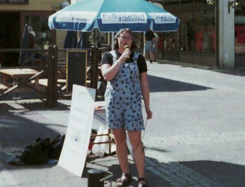Jag håller torgmöte i Lysekil 1998