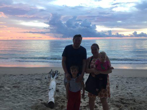 Familjen i solnedgång