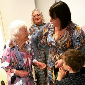 Mormor 100 år och fyra generationer