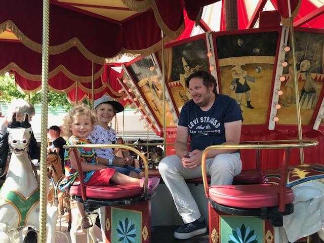 Selmas första karusellåk på Gröna Lund