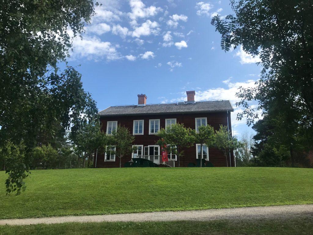 Gammal gård och café i Sundsvall
