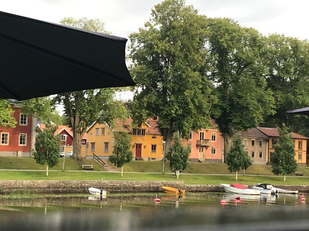Hus längs Lidan i Lidköping