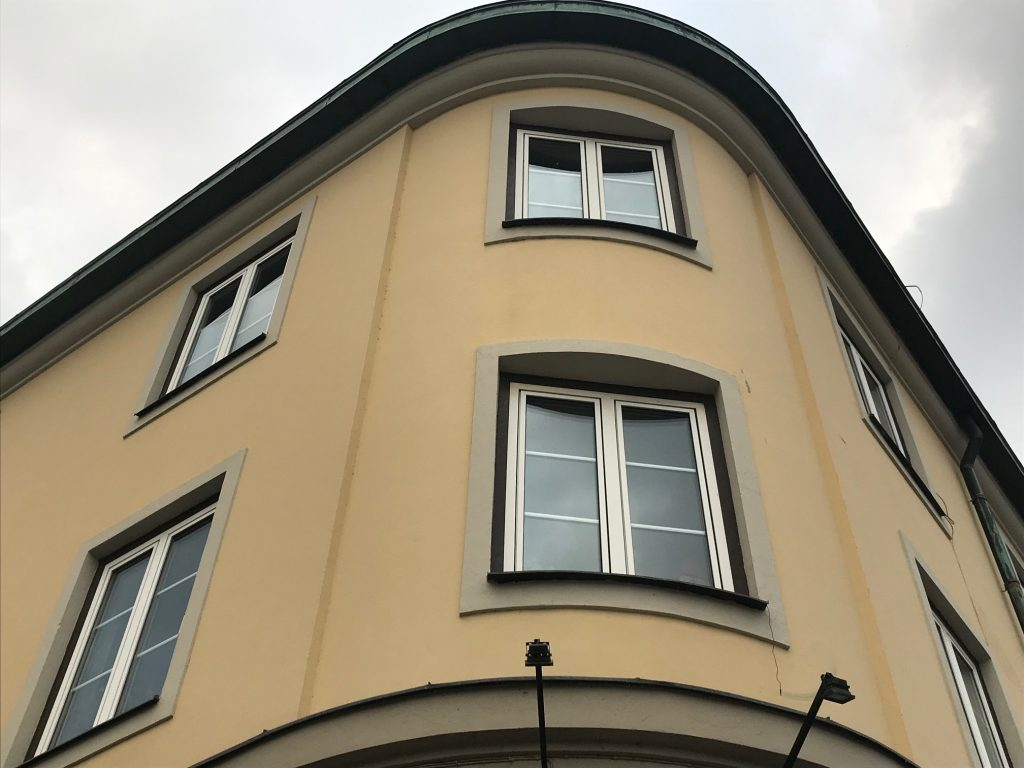 Vackert hus vid Nya stadens torg