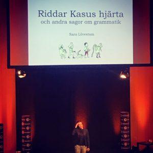 Sara Lövestam pratar grammatik på bokmässan 2019