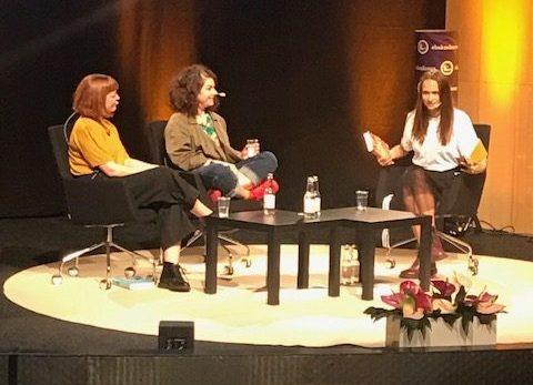 Kate Davies och Caitlin Moran på bokmässan 2019