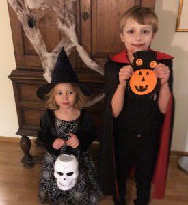 Barnen firar halloween 2019