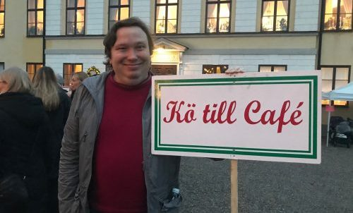 Kö till caféet på Taxinge