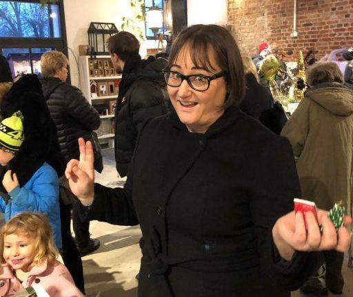 Hanna på julmarknaden i Taxinge