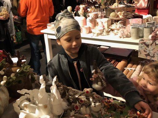 Hugo på  julmarknaden i Taxinge