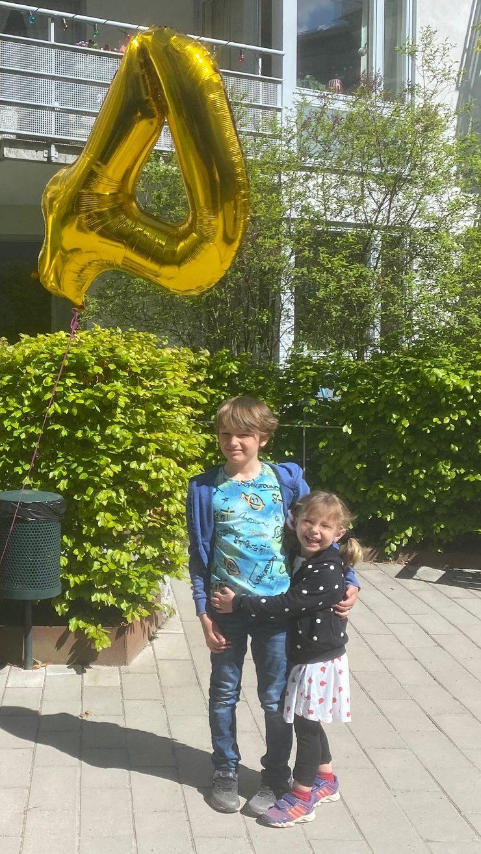Selma och Hugo på Selmas fyraårskalas