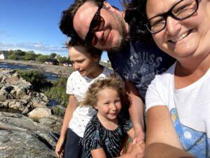 Familjen i blåst på Landsort