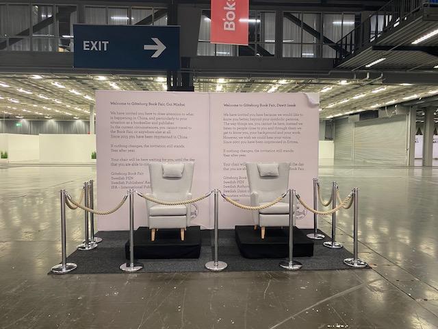 Gui Minhais och Dawit Isaaks stolar på bokmässan 2021